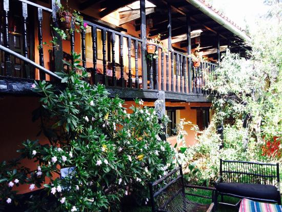 Hotel Las Orquideas: Basic, yet nice courtyard