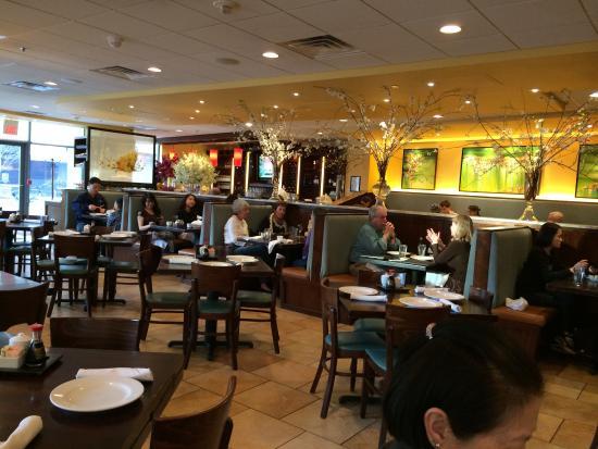 Four Sisters Restaurant: Main room