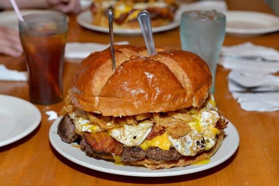 Lucky's Burgers & Brew: Biggest Burger EVER!