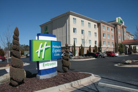 Holiday Inn Express & Suites Atlanta Airport West - Camp Creek: The hotel is five years old, very well maintained and groomed