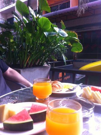 Drop Inn Bangkok : Fresh fruits-yummy
