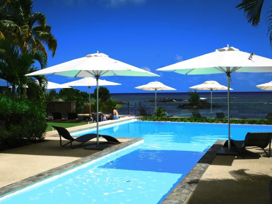 Plage bleue beachfront apartments le maurice trou aux for Piscine ile bleue seynod