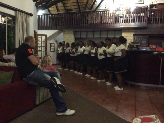 Cavern Drakensberg Resort & Spa: In house entertainment by Staff Choir with great Zulu voices.