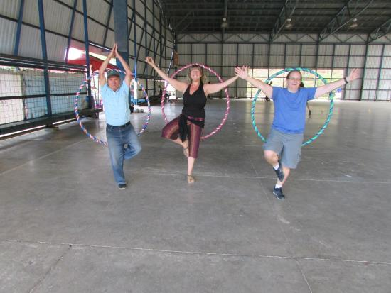 Feria Verde de Aranjuez: Hula Hoop class with Profe Marty is a Blast of Buena Vibra that will give you flatter abs in min