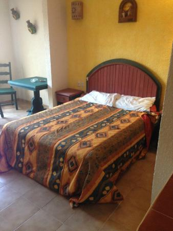 Los Arcos Suites: cama