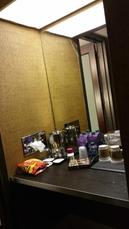 Sheraton Charlotte Hotel: alcove for coffee, but underutilized space otherwise