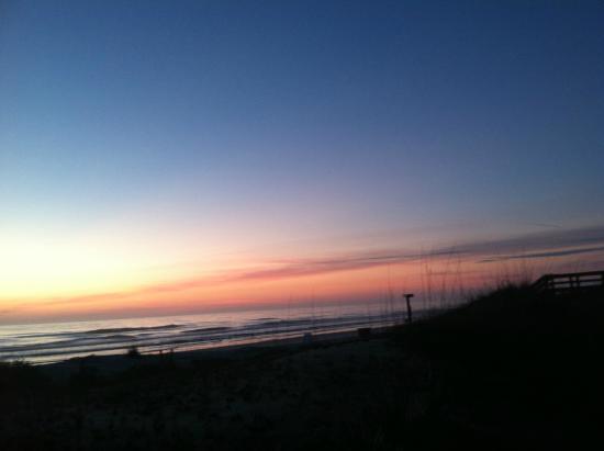 Courtyard by Marriott Jacksonville Beach Oceanfront: Sunrise over Jax Beach
