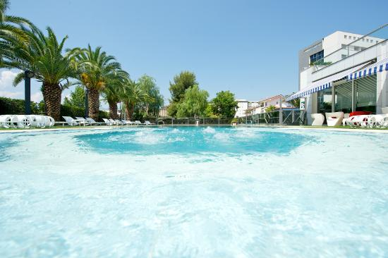 piscina - Picture of Ariha Hotel, Rende - TripAdvisor