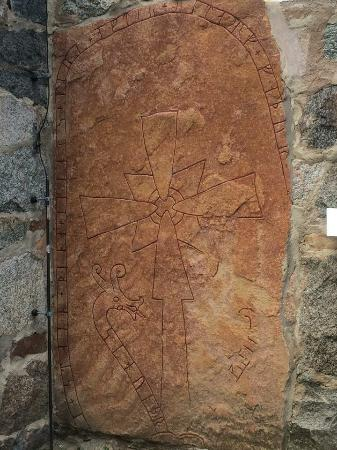 Uppsala, Suecia: Rune stone in the foundation