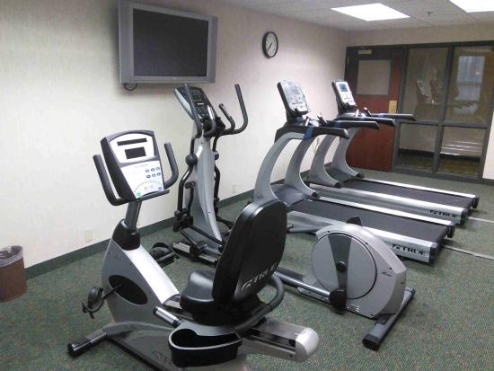 Drury Inn & Suites Kansas City Airport: Liked the small gym - enough for a basic workout