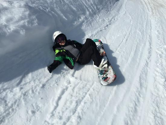 La Tania, France: George relaxing on the slopes...