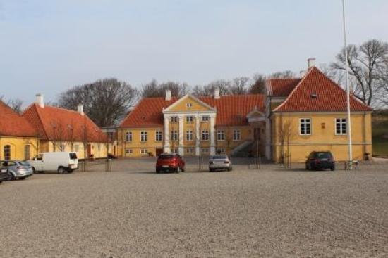 Foto de herregården broloekke, humble: rød stue med masser af ...
