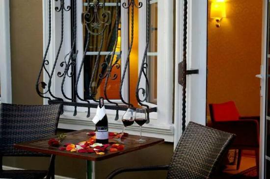 Almina Hotel: cheers :)