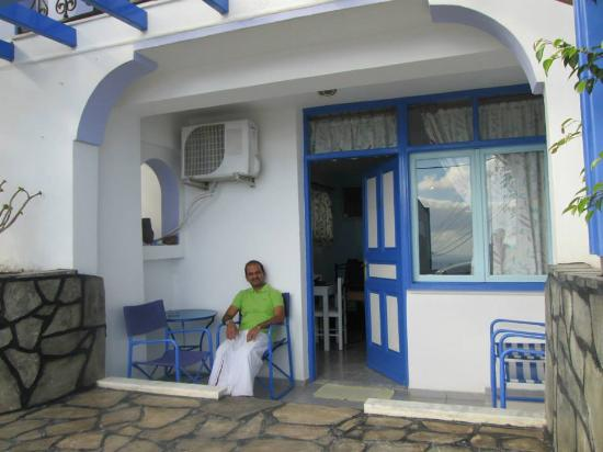 Villa Fotini: Front view of the hotel - dressed in South Indian!