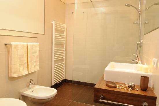 Bagno con doccia grande picture of apartment hotel - Bagno con doccia grande ...