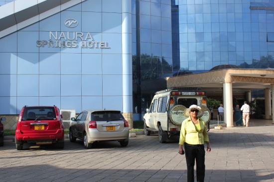 Naura Springs Hotel: outside the Naura Springs
