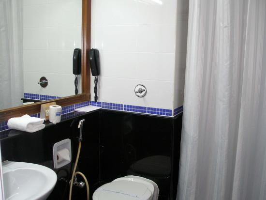 Grand Hotel Cochin : Bathroom