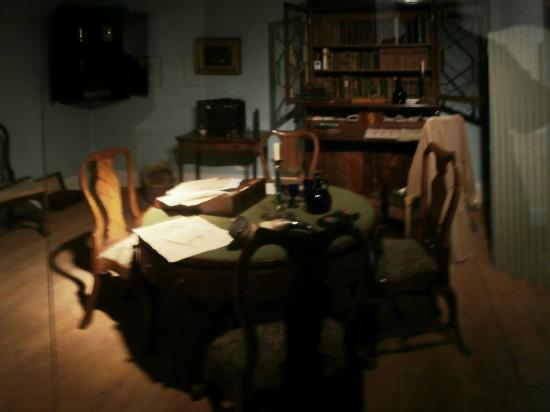 Dr Jenner's House, Museum and Garden: Dr Jenner's study