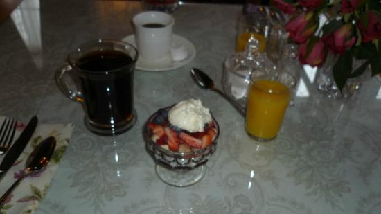 Allegiance Bed and Breakfast: Breakfast fresh fruit yumminess!