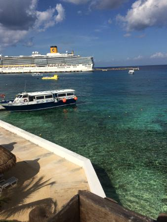 Casa Del Mar Cozumel Hotel & Dive Resort: View from bridge over street