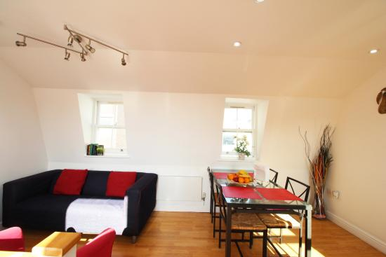 Central London Serviced Aparthotel: Communal Lounge and Dinning Area