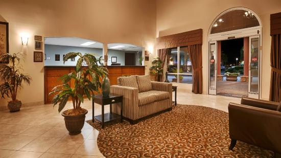 Best Western Plus Main Street Inn: Hotel Lobby