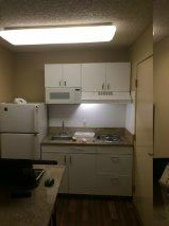 Extended Stay America - San Jose - Sunnyvale: Room size about what you would expect from a Motel 6