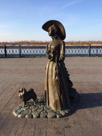 Sculpture Lady with the Dog
