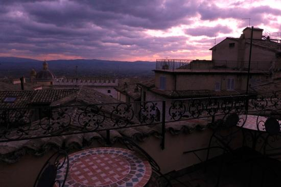 Hotel La Fortezza: Sun setting Terrace La Fortezza Assisi.