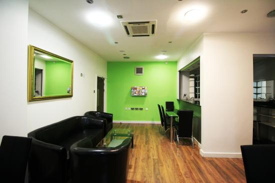 South Park Hotel : Communal Lounge and Dinning Area