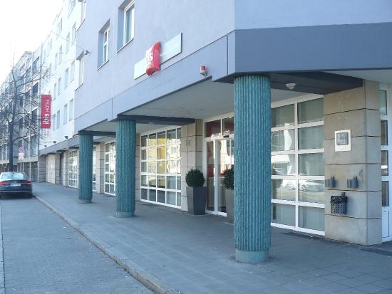 Ibis Nürnberg City am Plärrer: Front of the hotel
