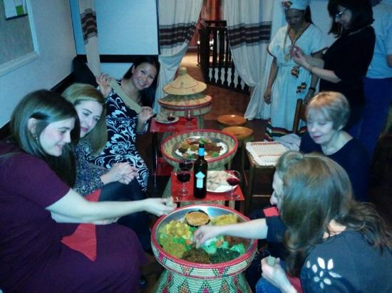 Le Soleil d'Asmara : Tucking right in with our hands, go on, so much fun ;) Meat and Veggie platters