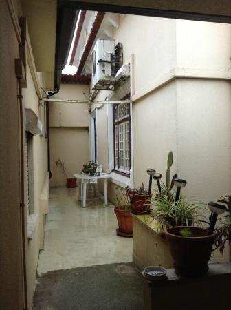 Alentejana Residencial: área comum exterior à saída dos quartos 2