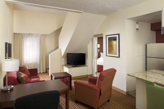 Residence Inn Memphis East : Penthouse Suite