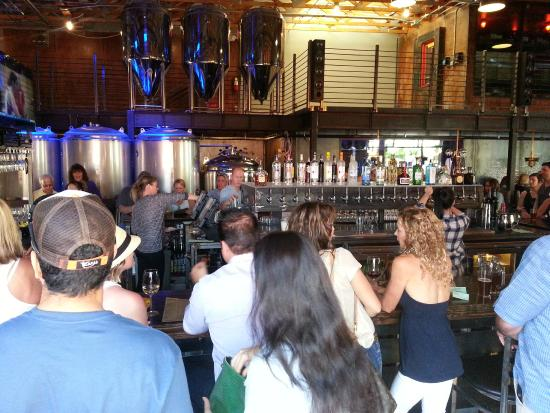 O.H.S.O. Eatery & nanoBrewery: Bar