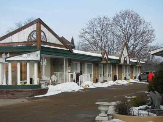 Sword Motor Inn: Building