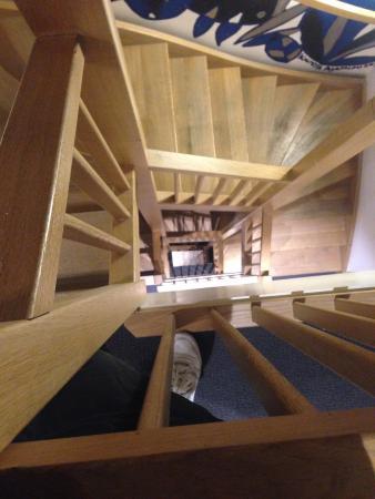 The Bank Hotel: лестница в отеле, но так же есть лифт