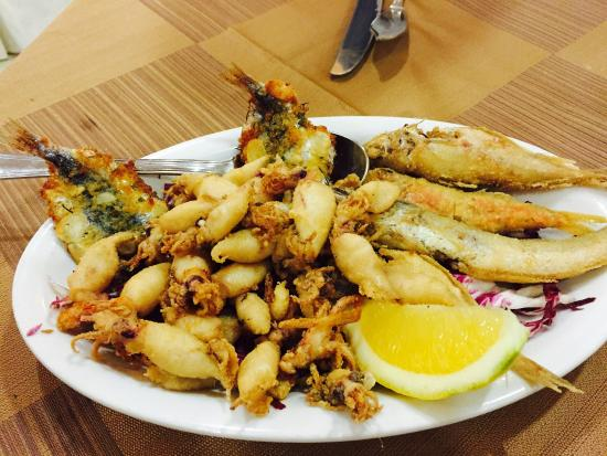 La Mulinella: Delicious. Lightly battered. Very nice. Baby squid are fantastic. 8 euro. I ordered a second pla