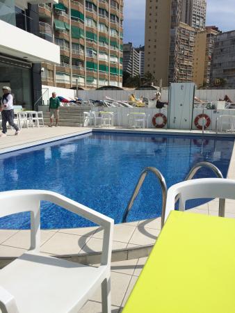 Hotel Brisa: Terrace and pool