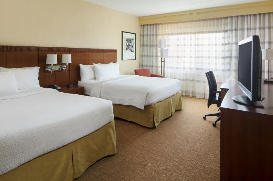 Courtyard By Marriott Brentwood