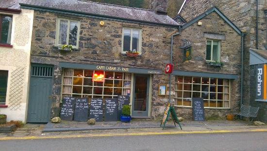 Caffi Caban-y-Pair: The Cafe