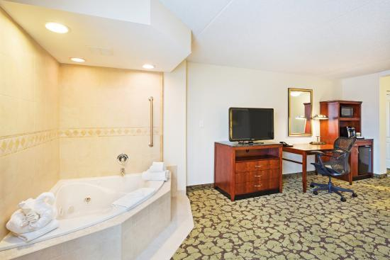 High Quality Hilton Garden Inn Myrtle Beach/Coastal Grand Mall: Whirlpool In King Suite Awesome Ideas