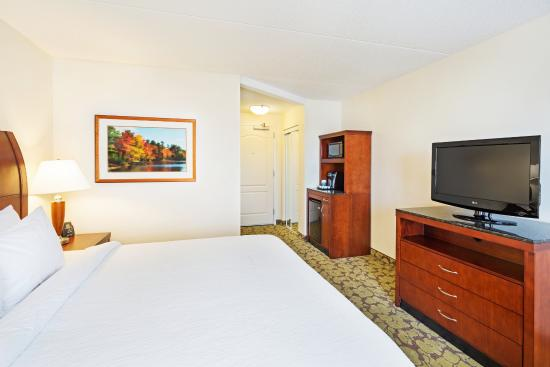 hilton garden inn myrtle beachcoastal grand mall 1 king bed guest room - Hilton Garden Inn Myrtle Beach