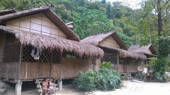 Talipanan Beach: case del villaggio