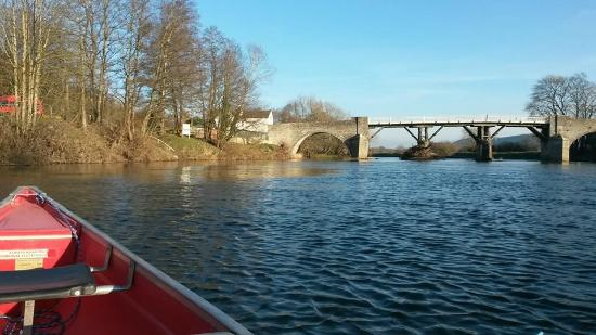 Whitney-on-Wye, UK: The toll bridge from the river