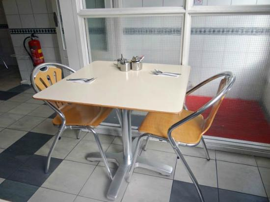 Nieuw Albina: The Table