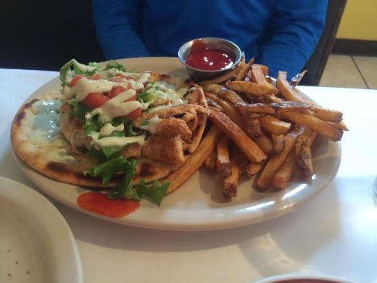 Pyramid Cafe: Chicken gyro...homemade pita.