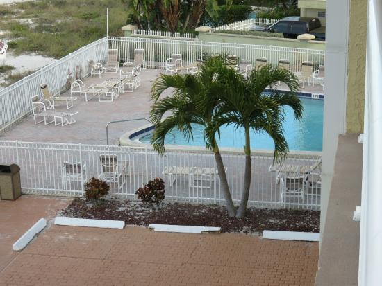 Seagate Condominiums : View of the pool area from our deck