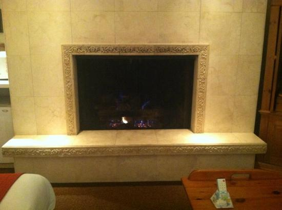 Best Western Antlers: Beautiful little Room with a wonderful big Fireplace