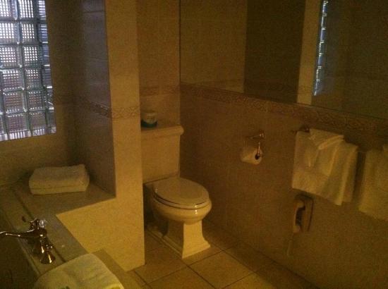 Best Western Antlers : Jacuzzi Bathroom